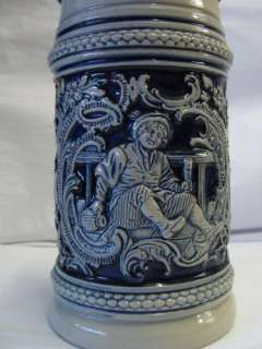 ORIGINAL MOLD YEAR 1894 DAS LABICH MIR LIDDED BEER STEIN   E11