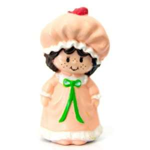 Strawberry Shortcake Mini in Her Nightgown Kenner 1982 Toys & Games