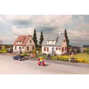 NEUBURG COTTAGES   PIKO HO SCALE MODEL TRAIN BUILDING