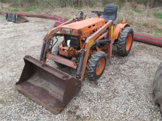 KUBOTA B7100 4X4 TRACTOR WITH LOADER, 38 BUCKET. NO RESERVE!