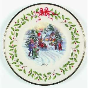 Holiday Annual Christmas Plate with Box, Collectible Kitchen & Dining
