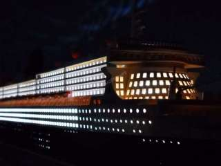 Queen Mary 2 Limited 40 w/LED LIGHTS Model Boat