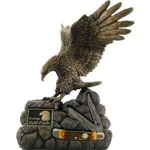 Schrade American Bald Eagle Statue with Honey Bone Trapper