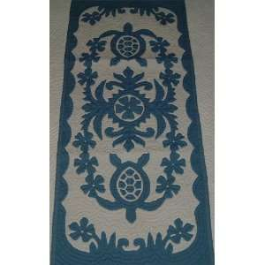 Hawaiian quilt table runner 100% hand quilted/hand appliqued Hawaiiana